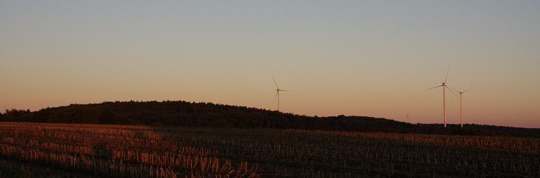 Abendstimmung mit Windrädern